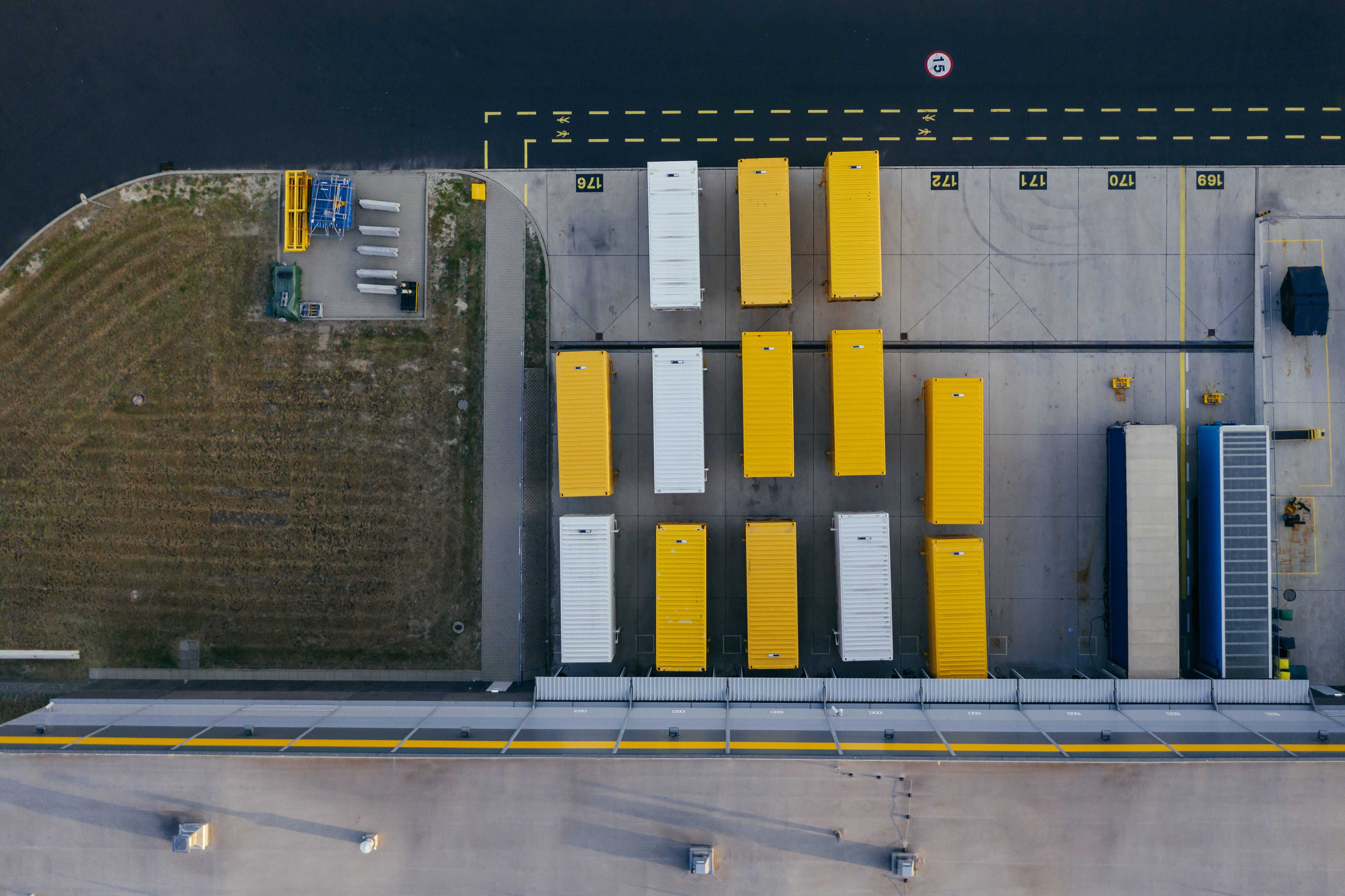 Container in Hafengelände